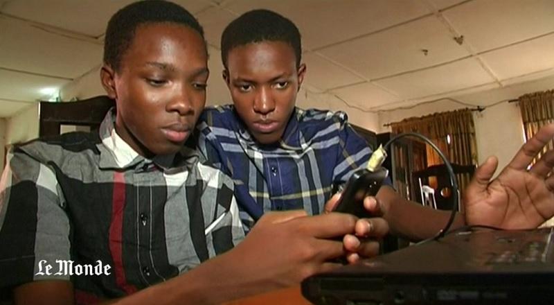 Frères au Nigeria qui ont créé un navigateur web mobile