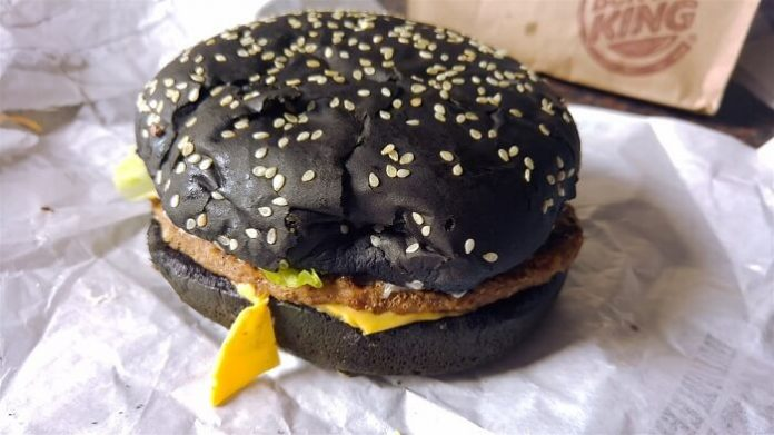 Burger King, Whopper noir, Halloween, excréments verts