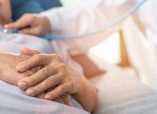Blessée par balle, elle est sauvée grâce à ses implants mammaires